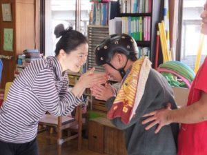 タイトル:福祉施設での取組み 施設名:障害者地域活動ホームみどり福祉ホーム アーティスト:上村なおか(ダンサー/振付家) 日程:2017年2月6日、27日、3月6日