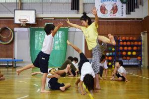 横浜市立勝田小学校(個別支援学級) アーティスト:尾形直子(ダンサー・整体師・ヨガインストラクター) 2017年9月11日、20日、25日、27日
