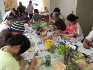 タイトル:福祉施設での取組み 施設名:地域活動支援センターひふみ アーティスト:ドゥイ(造形作家) 日程:2017年7月6日、20日、27日、9月29日